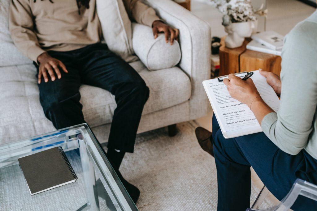 מטופל במהלך טיפול בOCD אצל מטפל