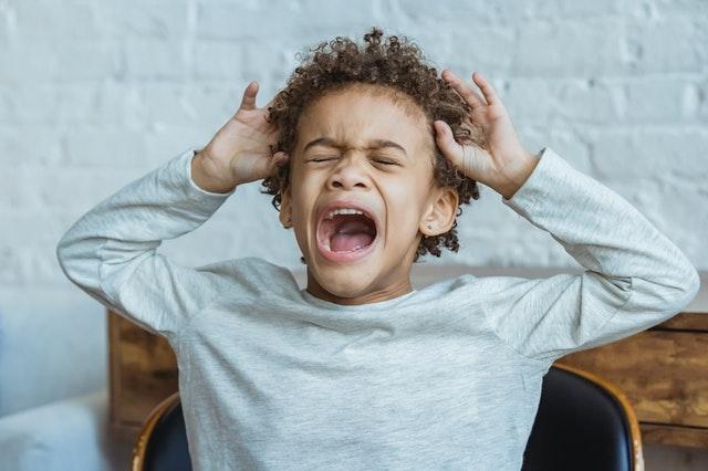 ילד בהתקף חרדה
