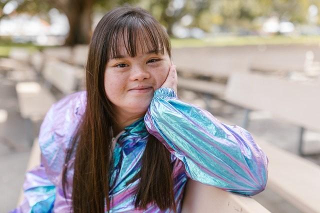 ילדה עם אוטיזם